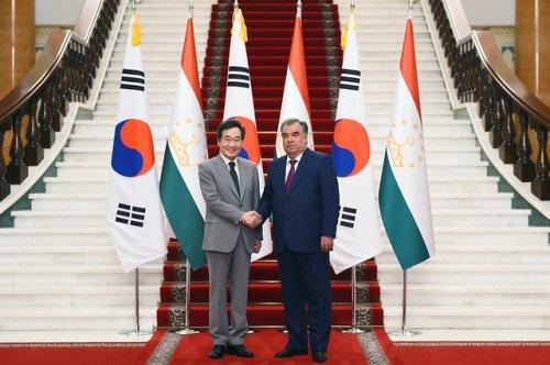 Мулоқот бо Сарвазири Ҷумҳурии Корея Ли Нак Ён